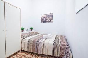 A bed or beds in a room at Citytrip Borne
