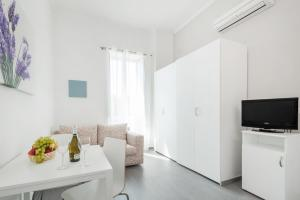 A television and/or entertainment center at Residenza Maxima