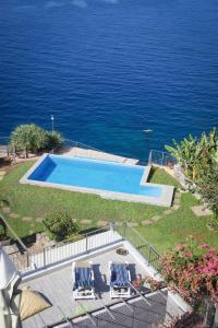 Uma vista da piscina em Irlanda´s Villa ou nas proximidades
