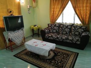Ruang duduk di Chalet Desa Halban