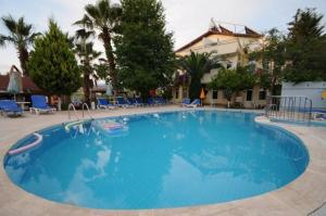 Der Swimmingpool an oder in der Nähe von Caretta Apart
