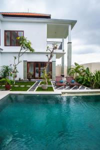 The swimming pool at or near Ananditha Villa