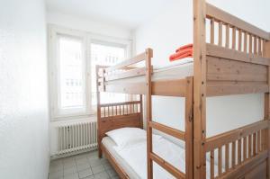 Ein Etagenbett oder Etagenbetten in einem Zimmer der Unterkunft City-Appartements Nordkanalstraße