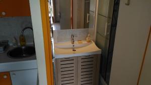 A bathroom at villa le hameau catalan