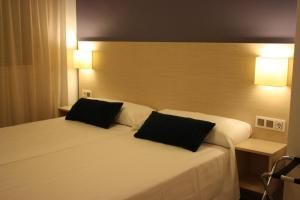 A bed or beds in a room at Apartamentos Playa Barbate