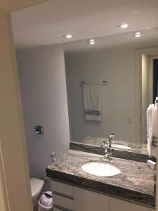 A bathroom at Golden Gate Flat