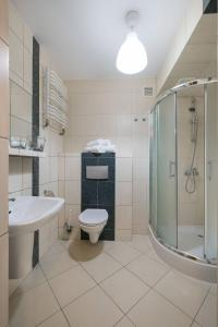 A bathroom at NaOpaczy Villa