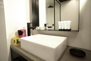 A bathroom at Haka Hotel Suites - Auckland City
