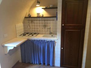 A kitchen or kitchenette at Casa a Santo Stefano di Sessanio