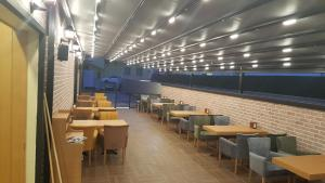 A restaurant or other place to eat at Skyport Istanbul Hotel