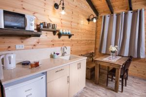 A kitchen or kitchenette at Golan Heights Chalets