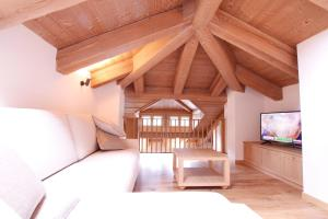 A seating area at Chalet Falorie