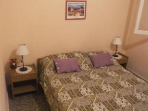 Una cama o camas en una habitación de Comodo Chalet en Gesell