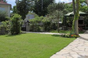 A garden outside Apartment Krk 3231e