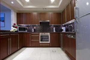A kitchen or kitchenette at Beach Apartments, Palm Jumeirah