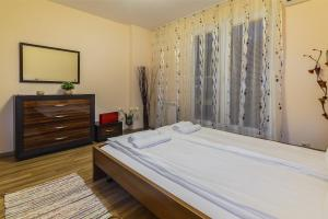 A bed or beds in a room at Lubata Apartments