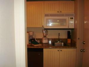 A kitchen or kitchenette at Maui Banyan Vacation Club