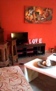 Una televisión o centro de entretenimiento en casa quinta en pergamino