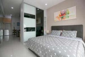 A bed or beds in a room at 98 Studio Suite, Holiday Home