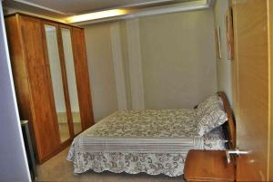 Een bed of bedden in een kamer bij Casa Embalse de Cambre