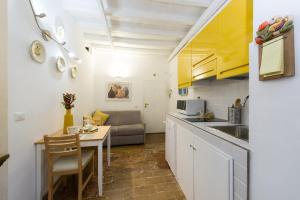 A kitchen or kitchenette at STELLA'S APARTMENT IN MONTI