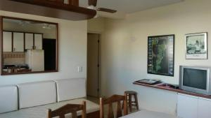 Una televisión o centro de entretenimiento en Residencial Miraguaia