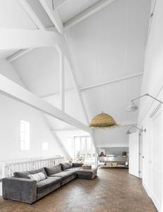 A seating area at Loft Hotel Arnhem Apartments