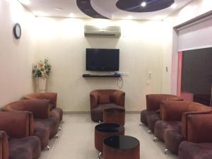 A television and/or entertainment center at Layal Wardiyah Furnished Units