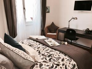 A bed or beds in a room at Luxury Bright Flat Downtown Milan