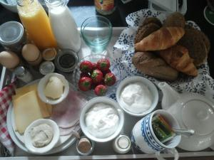 Breakfast options available to guests at Achterhuis Hamingen
