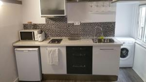 A kitchen or kitchenette at Aparsol Apartments