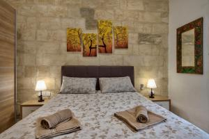 A bed or beds in a room at Valletta Apartments 19
