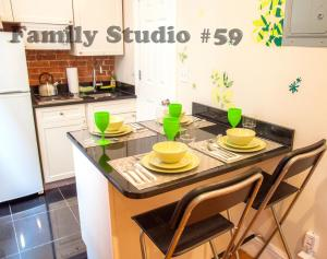 A kitchen or kitchenette at Green Holidays Apartments