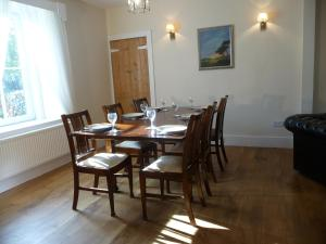 A restaurant or other place to eat at Aberlour Bolthole