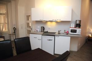 Kuchnia lub aneks kuchenny w obiekcie Prague Trendy- Apartments