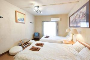 A bed or beds in a room at Apartment in Yoyogi D57