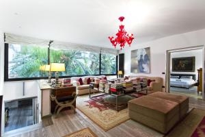A seating area at Luxury Torrearsa House