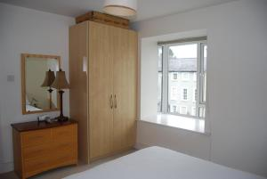 Кровать или кровати в номере Harbour View Apartment Kinsale