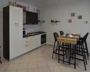 A kitchen or kitchenette at Heart of the city app