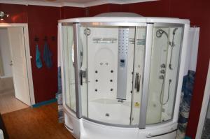 Een badkamer bij Luxe vakantiehuis Värmland, Zweden