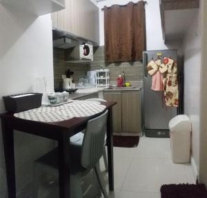 Küche/Küchenzeile in der Unterkunft Cristina's Condo Rentals Manila