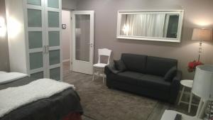 A seating area at Piriko Studio Apartments