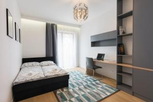 A bed or beds in a room at NOVUM APARTMENT RAKOWICKA 100 M2