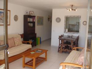 A seating area at Apartments Pims Cala Llonga