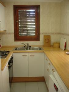 A kitchen or kitchenette at Apartments Pims Cala Llonga