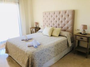 Cama o camas de una habitación en Casares Beach Golf Apartments