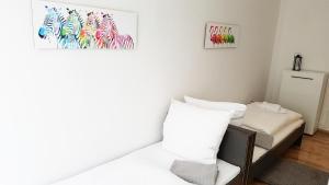 Een bed of bedden in een kamer bij Cosy Apartment in Berlin, 3 rooms