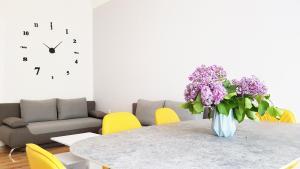 Een zitgedeelte bij Cosy Apartment in Berlin, 3 rooms