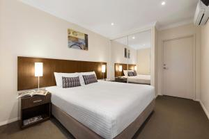 A bed or beds in a room at Quest Singleton