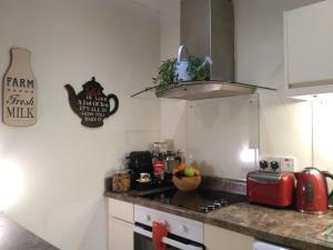 Кухня або міні-кухня у Luxury Georgian City Center Apartment